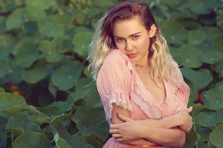miley-cyrus-2017-ant